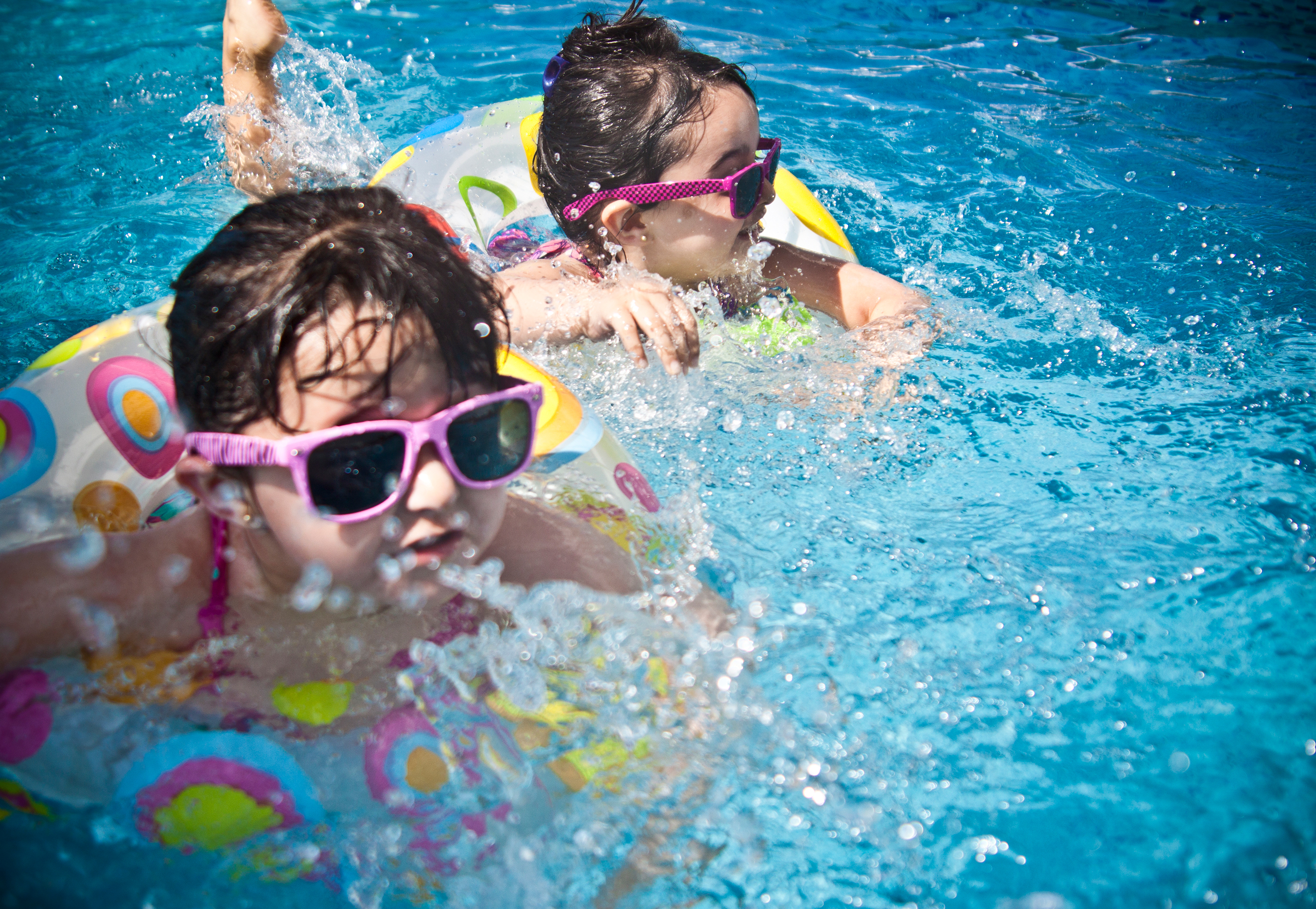 children_swimming